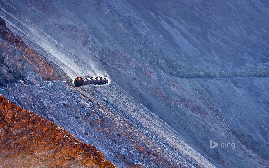 Train from Potrerillos mine to Diego de Almagro, Chile (© Jean-Marc Frybourg/Rex Features)